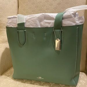 👸🏼 NWT COACH green pebble leather Derby Tote 💚